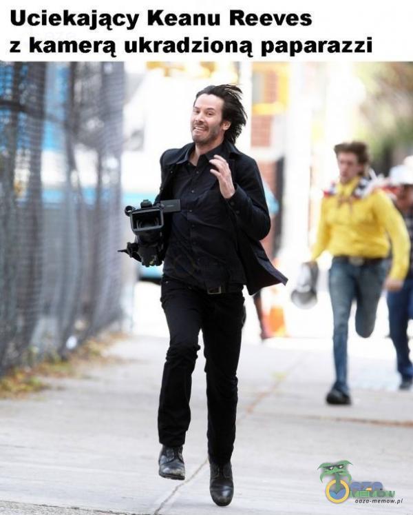 Uciekający Keanu Reeves z kamerą ukradzioną paparazzi 14