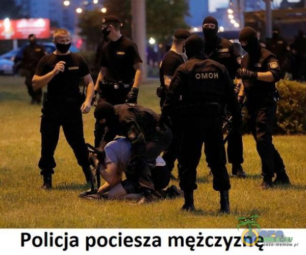 ow Ry > e e k_ c j ||  aa | ie TP JJ r Policja pociesza mężczyznę
